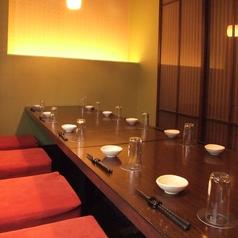 【掘りごたつ席:8名様~12名様迄ご利用頂けます】女子会や合コンなどシーンにぜひご利用下さいませ!完全個室ですので周りを気にすることなくお食事や宴会をお愉しみいただけます♪とても人気の高いお席ですので、ご希望のお客様はお早めのご予約をオススメ致します!少人数から大人数までの宴会を受け付けております!