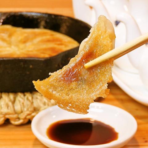 みんな大好き餃子!手作りの餃子をアツアツの丸鐡(鉄鍋)羽根つき餃子で!!