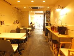 店内奥の半個室スペース…2名かげ席もあります。