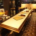 店舗のメインテーブル。最大16名様まで利用可能です。ご宴会時に人気の席になりますので、人数が最大数に近い程ご利用確率は高くなります。ご相談の上、ご利用お待ちしております♪