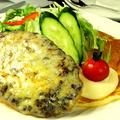 料理メニュー写真チーズバーグ(ハンバーグ添え)