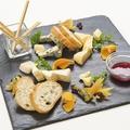 料理メニュー写真ヨーロッパからの空輸チーズ盛り合わせ