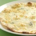 料理メニュー写真四種のチーズ ~四種のチーズのピッツァ~