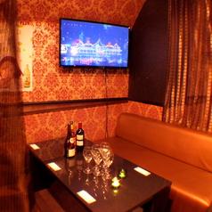 ゆったり寛げるソファ席♪お料理やお酒を愉しみながらゆっくりお話できます!