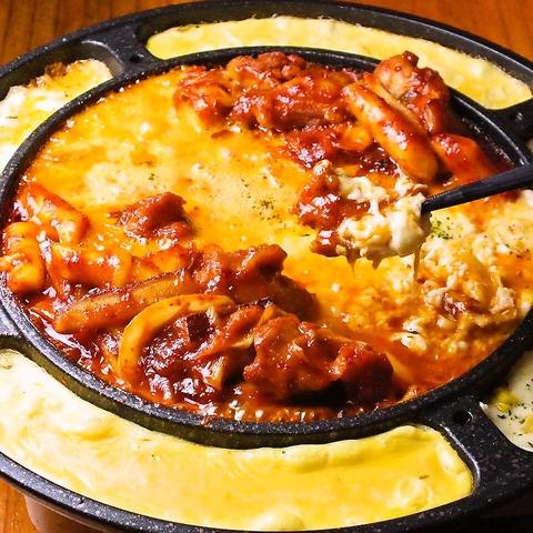 大人気のサムギョプサル等の本場韓国の味をご堪能下さい☆平日限定の食べ飲み放題有!