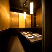 店内は最大100名以上収容可能!大型宴会に最適な個室も完備しております★広々空間で楽しい時間をお過ごしください。大学サークル同士の合コンやイベント、オフ会、パーティーなどにもどうぞ!こだわりの名古屋コーチン料理と丁寧な対応でご案内致します♪【新横浜駅徒歩1分 新横浜全席個室居酒屋 鶏蔵 新横浜店】