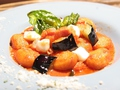 料理メニュー写真揚げナスとモッツァレラチーズのトマトソースニョッキ