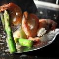 料理メニュー写真海老とアスパラのアンチョビバター