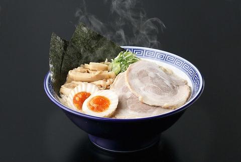 くさび一番人気の『くさび○得盛豚骨醤油麺(880円)』