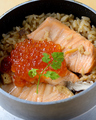 料理メニュー写真鮭の釜飯★