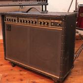ギターアンプ フェンダーor ローランドJC120