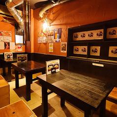 【3階】テーブル席/3階フロアには、2~4名様ご着席可能なテーブル席を6卓ご用意しております。ご夫婦でのお食事、女子会や合コン、会社仲間との飲み会やカジュアルな接待など、様々なシーンでご利用いただけます。席のみのご予約も大歓迎!肩肘張らずに、ゆったりお食事をお楽しみください。