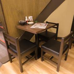 3名様テーブル席♪仲の良い仲間とどうぞ。