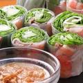 料理メニュー写真海老と豚肉の生春巻き