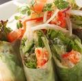 料理メニュー写真蟹の生春巻きサラダ