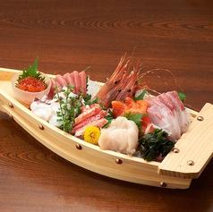 料理メニュー写真【旬魚の舟盛り】7点盛り(4~5人前)