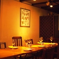 【1F テーブル席】テーブル席は、少人数のご宴会やご家族とのお集りに最適。宴会にぴったりのコースもご用意しております!スペイン産イベリコ豚を使用した自慢の料理や、お料理に合うお酒も◎