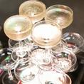 アクリルで作ってある台が七色に光り輝き、そこへシャンパンが注がれ辺り一面がキラキラと輝きます。中々する機会がないので是非ともお試し下さい☆他にもBINGO GAME機材一式やワイヤレスマイクも完備☆結婚式二次会などで主に使われる無料特典の一部です。