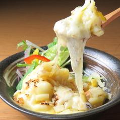 料理メニュー写真焼きチーズのポテトサラダ