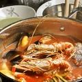 料理メニュー写真たっぷり魚介のブイヤベース風トマト鍋