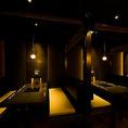 ゆったりと落ち着ける半個室タイプのテーブル席。少人数の集まり、飲み会にオススメの席。2時間飲み放題カジュアルコースは4000円~。各地の地酒を飲みたい方は、プラス800円プレミアム放題に変更することも可能。