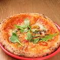 ■本格石窯ナポリピザ■短時間かつ高温で焼き上げる本格的なナポリピザ。外はカリッ!中はモチモチ!二つの食感を是非一度ご賞味ください。