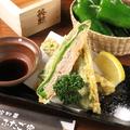 料理メニュー写真万願寺とうがらしの肉詰め天ぷら