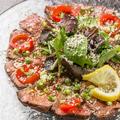 料理メニュー写真牛肉のパルメザンカルパッチョ~自家製醤油の特製ソース~