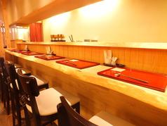 カウンター席は6席ご用意!季節の料理を五感でお楽しみくださいませ。