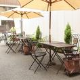 【PIZZERIA BACI】(ピッツェリア バーチ)ではペット連れのお客様でも安心してご利用いただけるテラス席を設けております。お気軽にご利用ください♪