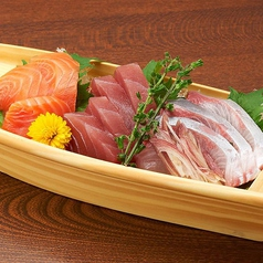 料理メニュー写真【旬魚の舟盛り】3点盛り(1~2人前)