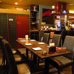 【合コン・会社飲みなどに♪】まったりくつろげるテーブル席は人数に合わせて自由自在に変化♪