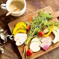 こだわりの自家製ドレッシングで野菜がおいしい!