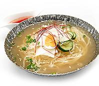 牛骨ベースに和風のエッセンスを加えた自家製スープ!