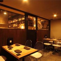 【テラステーブル席 4×2】12名様座れる2Fのテーブル席はご友人とのお食事や宴会にも最適!!木のぬくもり溢れる店内でゆっくりとお過ごしください。ペットを連れてのお食事もできます。※喫煙可