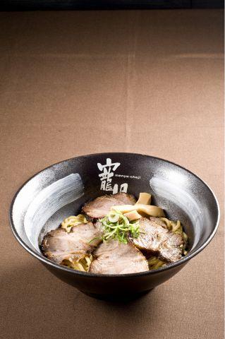 「油そば」と「つけ麺」の2本柱!並盛・大盛・特盛がすべて同じ料金で食べられる!