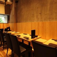 【テーブル席 2×1】2名様用のテーブル席はご友人とのお食事や宴に最適!!木のぬくもり溢れる店内でゆっくりとお過ごしください♪※喫煙可