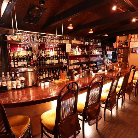 名物「ディップカレー」など本格洋食と世界の銘酒を愉しめる隠れ家的ダイニングバー。