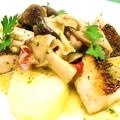 料理メニュー写真真鯛のポワレ きのこバターソース バジル風味