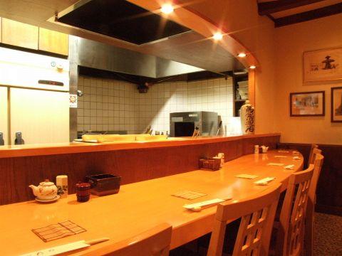 四季折々の味覚や旬の料理を、落ち着いた雰囲気の中でリーズナブルに。