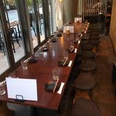 4名~30名までのご宴会が可能(最大50名応相談・写真は15名席の一例)。天井高の開放感溢れる空間です。