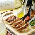 料理メニュー写真定番肉汁餃子(6個) ~3種のトリコロールソース~