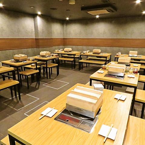 席間がしっかりと区切られているので周りを気にせずゆっくりお食事をお楽しみ頂けます。デートや女子会など各種宴会にも♪