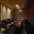 接待向き!8名様掛けテーブル半個室です。7名様から8名様でご利用いただけます。チャージ料:税込 1,080円