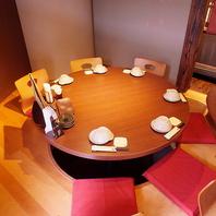 人気の少人数丸テーブル個室!お鍋を囲んでワイワイ♪