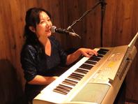 不定期で生演奏!ピアノのライブ演奏