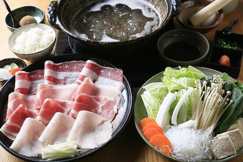 黒毛和牛をはじめ、豚、鴨、鶏など多種多様なお肉と季節の野菜を取り揃えています!