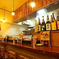 目の前で料理を見ながら調理人の生の声が聴ける、テーブル席とは一味違ったカウンターならではの醍醐味。 ※写真は系列店です。