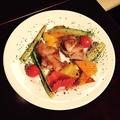 料理メニュー写真チキンと彩り野菜のグリル