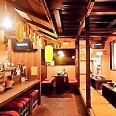 昭和レトロな雰囲気が自慢のテーブル席をご用意しております。スタッフがフレンドリーなので楽しくお食事していただけます!
